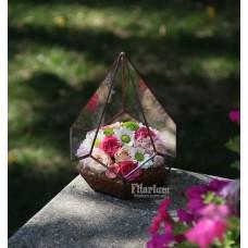Букет из живых цветов в пирамиде