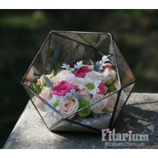 Букет из живых цветов в икосаэдре