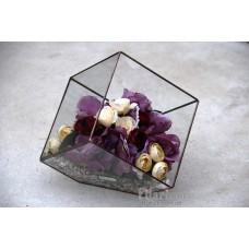 Букет из искусственных цветов в кубе